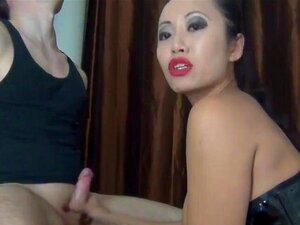 Asiatisk skjønnhet knulle og gi blowjob. Asiatisk skjønnhet knulle og asiatiske cfnm amatør gi blowjob