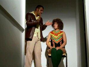 En morsom tur til seksuell frihet og funky dsco partene i 1970...!, Joanne og Stanley, de to undercover politi er å oppspore de slemme guttene i byen før deres ekkel dritten treffer gatene. Fra funky disco dance-offs for spesielle sexy avhør amp; forkledd