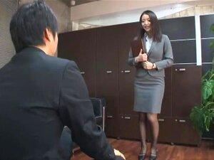 Lastet med kvinnelige hormoner, Kaede Niiyama er en kåt office jente som bare ønsker å bli knullet av henne sjefer. Fristende menn med runde rumpa og gorgous bryster på kontoret er hennes jobb i denne sekretær rollespill video. Studio: Baltisk oppløsning: