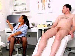 En tugjob med skitne bestemor Linda på fetish klinikk