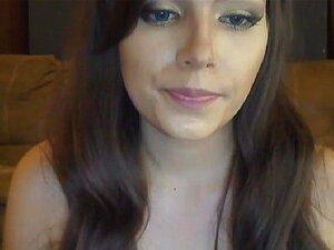 Kåt Webcam Babe har å knulle henne Fitte med henne Dildo, Veldig kåt Webcam Barn som elsker å knulle henne dildo i og ut til henne fast rosa fitte til hun orgasme.Hun moans hardt som hun knulle henne fitte og rumpa med stor dildo til hun cums til orgasme